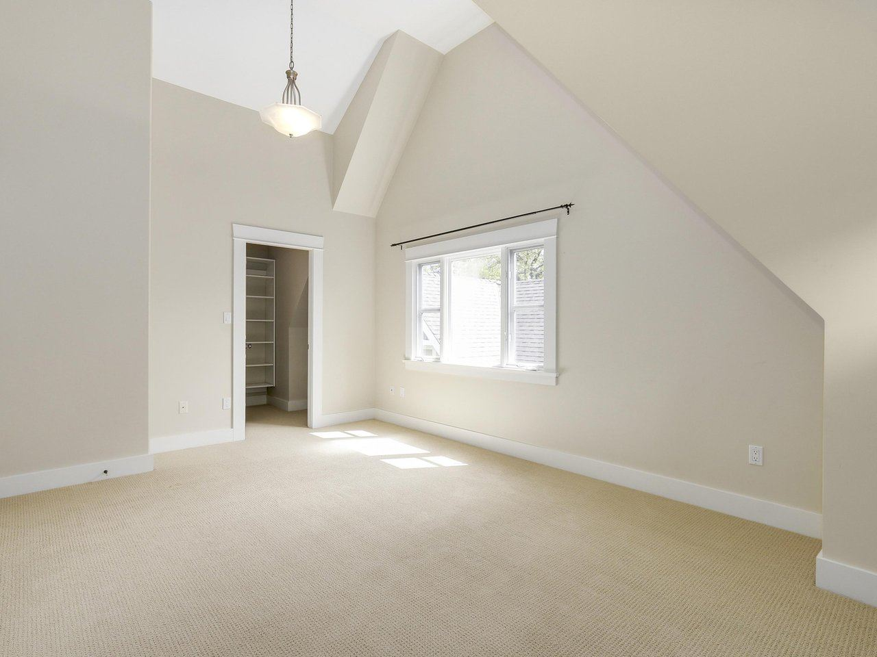 Vaulted ceilings, walk in closet, 4 piece ensuite
