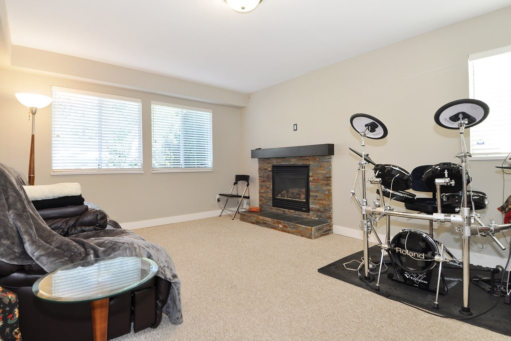 Photo 17: 3930 ROBIN Place in Port Coquitlam: Oxford Heights House for sale : MLS® # R2168956