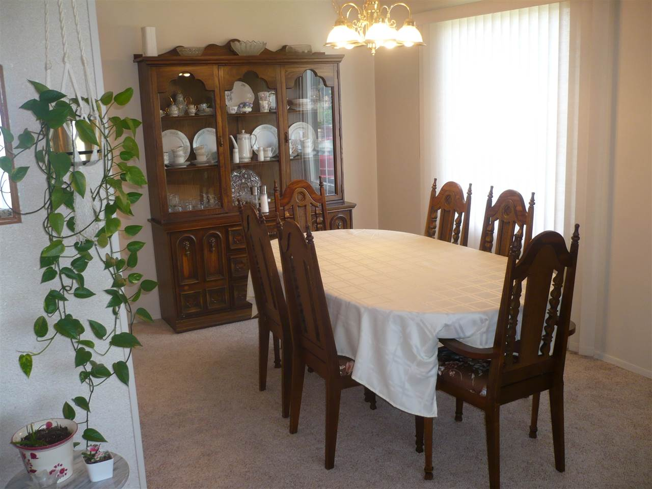 Shape of dinning room allows you to stretch out that dinning room table