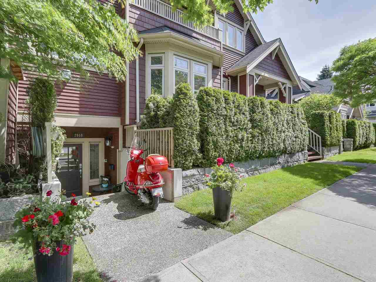 "Main Photo: 2918 COLUMBIA Street in Vancouver: Mount Pleasant VW Townhouse for sale in ""Columbia House"" (Vancouver West)  : MLS(r) # R2175284"
