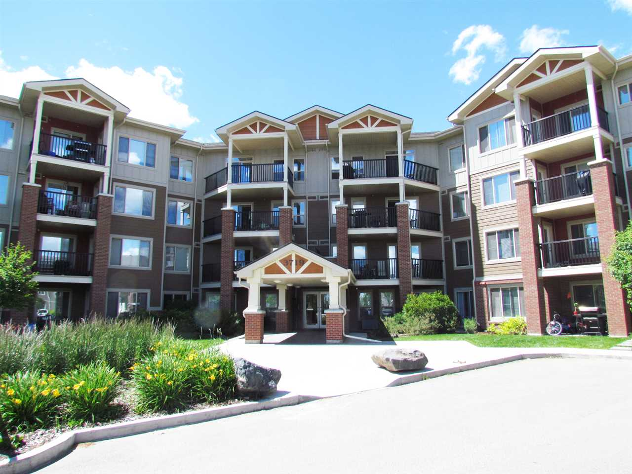 Main Photo: 105 3719 Whitelaw Lane in Edmonton: Zone 56 Condo for sale : MLS(r) # E4070178