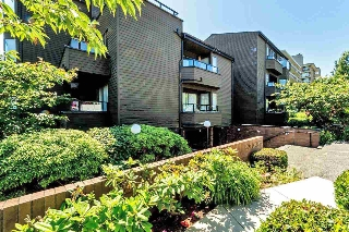 Main Photo: 406 1340 DUCHESS Avenue in West Vancouver: Ambleside Condo for sale : MLS(r) # R2182176