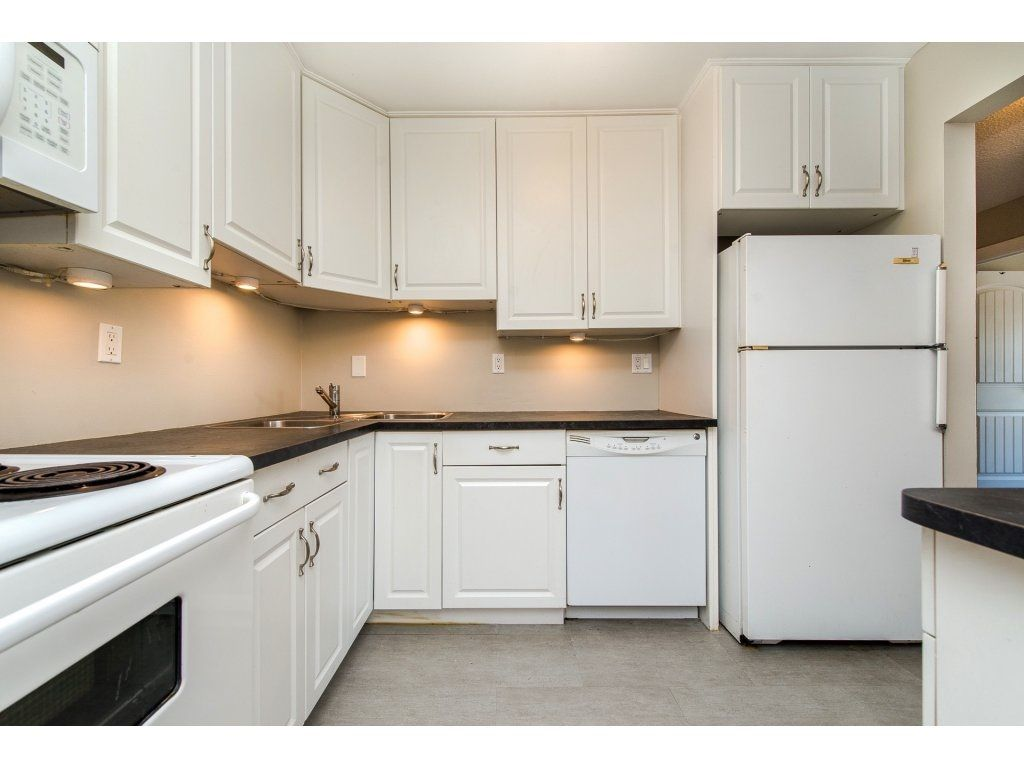 "Photo 3: Photos: 211 32870 GEORGE FERGUSON Way in Abbotsford: Central Abbotsford Condo for sale in ""Abbotsford Place"" : MLS® # R2212123"
