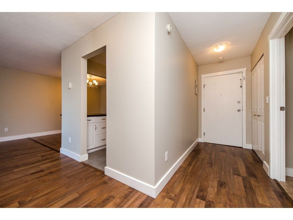 "Photo 8: Photos: 211 32870 GEORGE FERGUSON Way in Abbotsford: Central Abbotsford Condo for sale in ""Abbotsford Place"" : MLS® # R2212123"