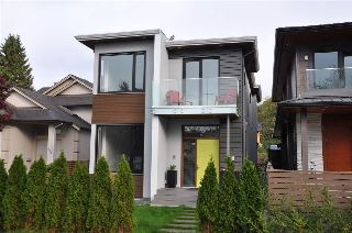 Main Photo: 324 W 18TH Street in North Vancouver: Central Lonsdale House for sale : MLS® # R2214784
