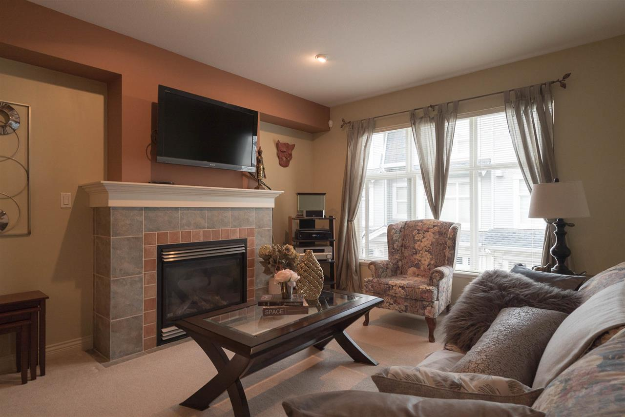 "Photo 4: Photos: 18 6415 197 Street in Langley: Willoughby Heights Townhouse for sale in ""LOGAN'S REACH"" : MLS® # R2216084"