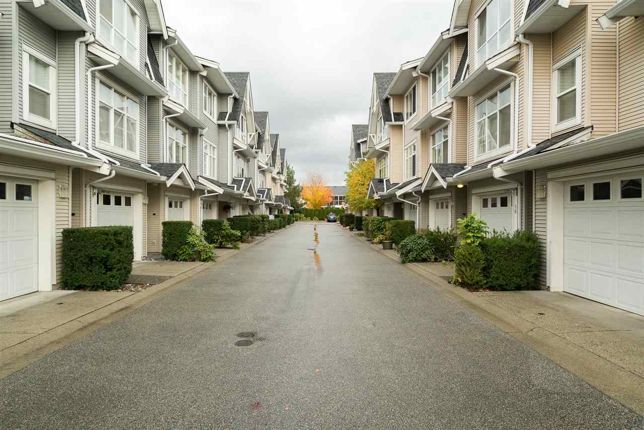 "Photo 2: Photos: 18 6415 197 Street in Langley: Willoughby Heights Townhouse for sale in ""LOGAN'S REACH"" : MLS® # R2216084"