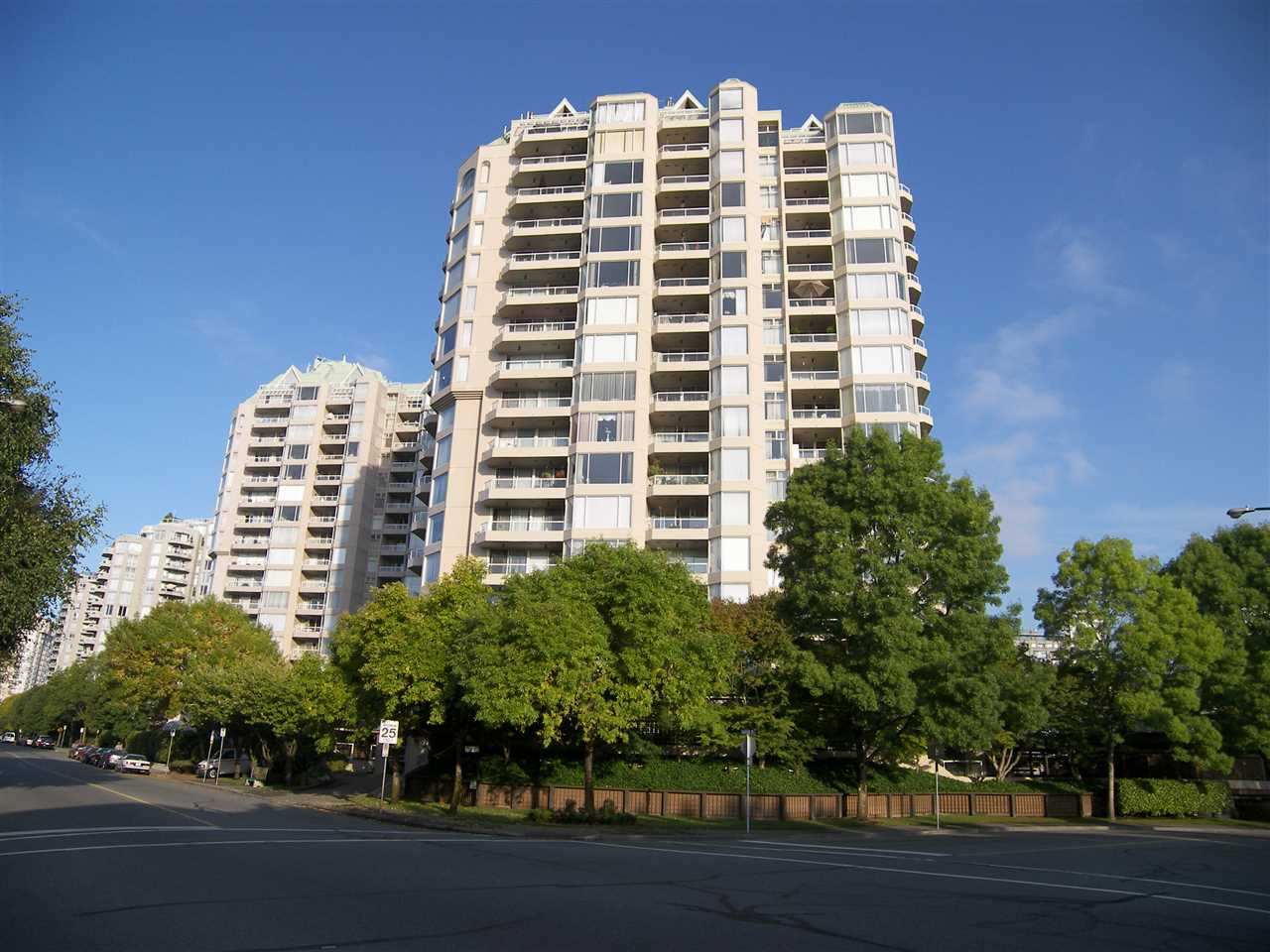 "Main Photo: 101 1045 QUAYSIDE Drive in New Westminster: Quay Condo for sale in ""QUAYSIDE TOWER 1"" : MLS® # R2242666"