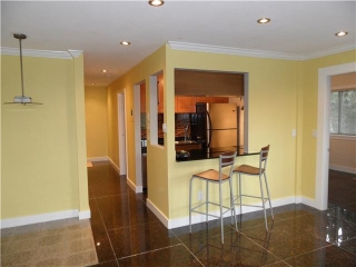 "Main Photo: 305 809 W 16TH Street in North Vancouver: Hamilton Condo for sale in ""PANORAMA COURT"" : MLS(r) # V889808"