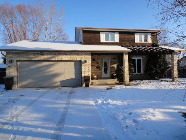 Main Photo: 122 North Hill Drive in ESTPAUL: Birdshill Area Residential for sale (North East Winnipeg)  : MLS(r) # 1200766
