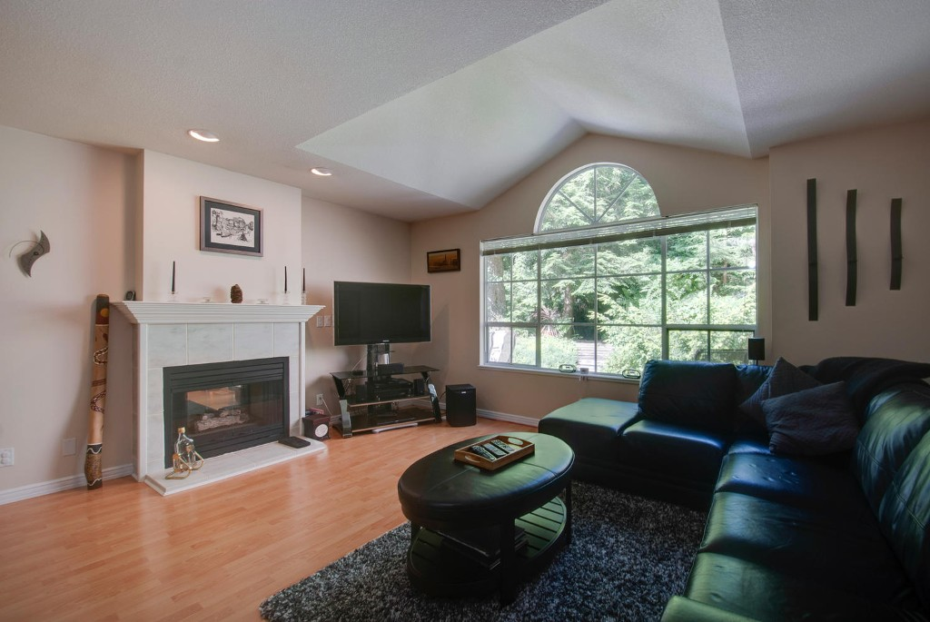 Photo 4: 45 DEERWOOD PL in Port Moody: Heritage Mountain Townhouse for sale : MLS(r) # V1018348