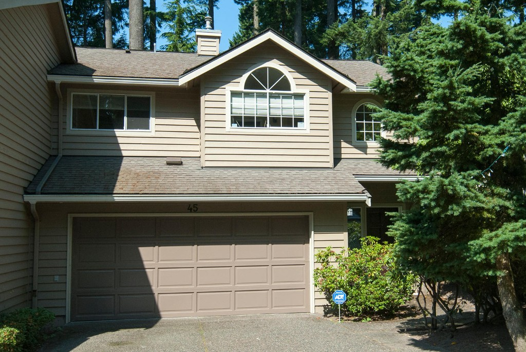 Photo 2: 45 DEERWOOD PL in Port Moody: Heritage Mountain Townhouse for sale : MLS(r) # V1018348