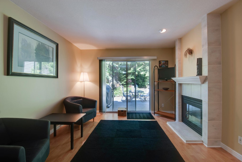Photo 8: 45 DEERWOOD PL in Port Moody: Heritage Mountain Townhouse for sale : MLS(r) # V1018348