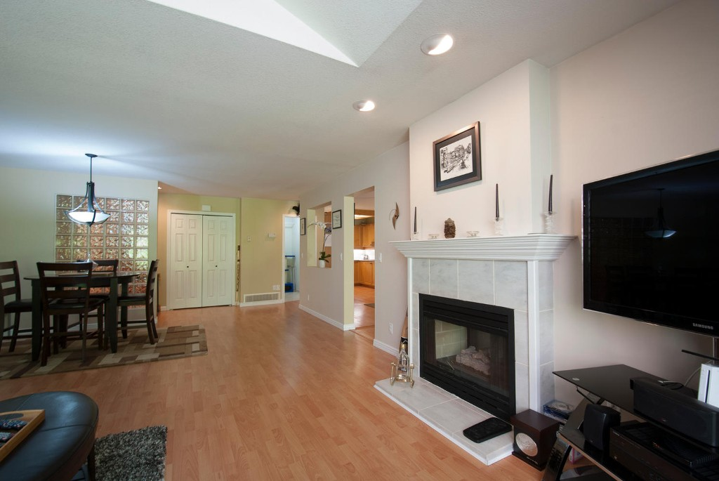 Photo 5: 45 DEERWOOD PL in Port Moody: Heritage Mountain Townhouse for sale : MLS(r) # V1018348