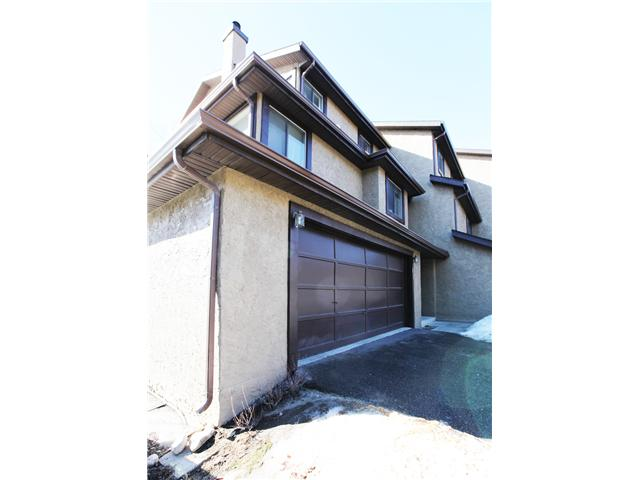 Main Photo: 17 GLAMIS Gardens SW in CALGARY: Glamorgan Townhouse for sale (Calgary)  : MLS(r) # C3603995