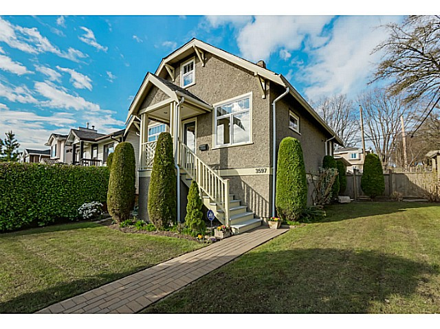 Main Photo: 3597 E GEORGIA Street in Vancouver: Renfrew VE House for sale (Vancouver East)  : MLS® # V1108180