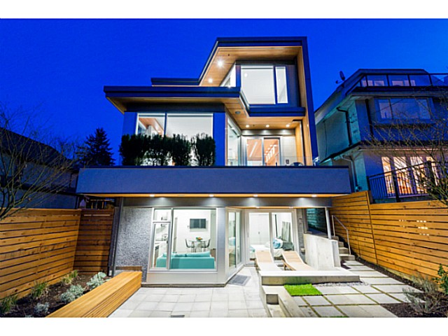 Photo 2: 3455 W 15TH Avenue in Vancouver: Kitsilano House for sale (Vancouver West)  : MLS(r) # V1110378