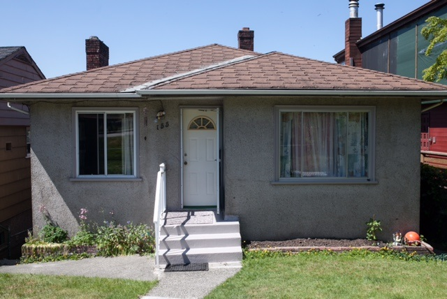 Photo 5: 155 S DELTA Avenue in Burnaby: Capitol Hill BN House for sale (Burnaby North)  : MLS® # R2070317