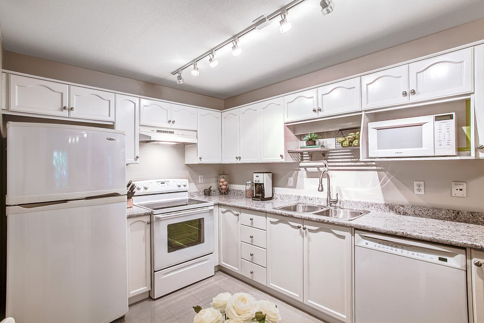 "Photo 4: 310 2615 JANE Street in Port Coquitlam: Central Pt Coquitlam Condo for sale in ""BURLEIGH GREEN"" : MLS(r) # R2077543"