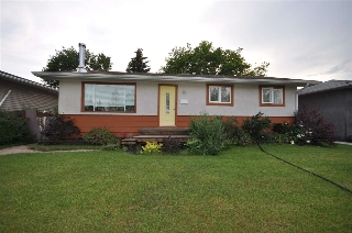 Main Photo: 9910 99 Street: Morinville House for sale : MLS(r) # E4028155