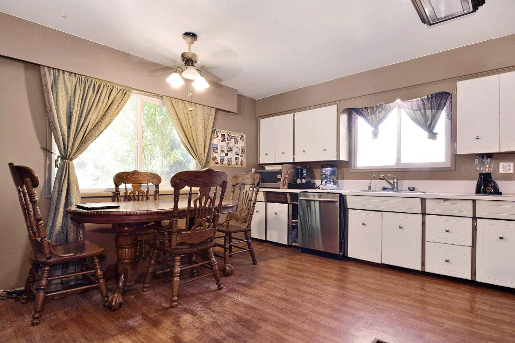 Photo 4: 1905 LYNN Avenue in Abbotsford: Central Abbotsford House for sale : MLS(r) # R2107862