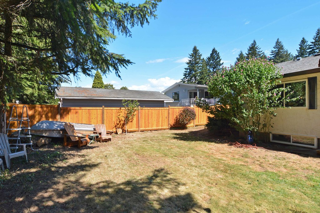 Photo 11: 1905 LYNN Avenue in Abbotsford: Central Abbotsford House for sale : MLS(r) # R2107862