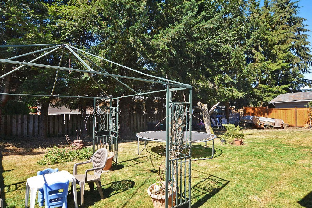 Photo 10: 1905 LYNN Avenue in Abbotsford: Central Abbotsford House for sale : MLS(r) # R2107862