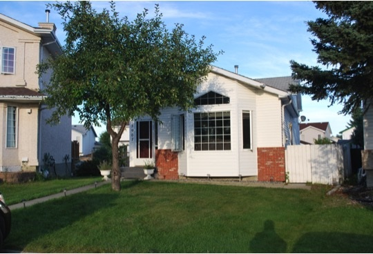 Main Photo: 3907 38 Street in Edmonton: Zone 29 House for sale : MLS(r) # E4050871