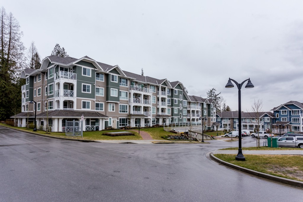 "Main Photo: # 414 -16388 64 Avenue in Surrey: Cloverdale BC Condo for sale in ""THE RIDGE AT BOSE FARMS"" (Cloverdale)  : MLS(r) # R2143424"