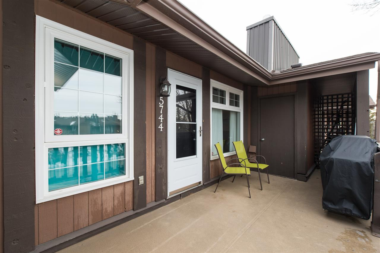 Main Photo: 5744 172 Street in Edmonton: Zone 20 Carriage for sale : MLS(r) # E4055720
