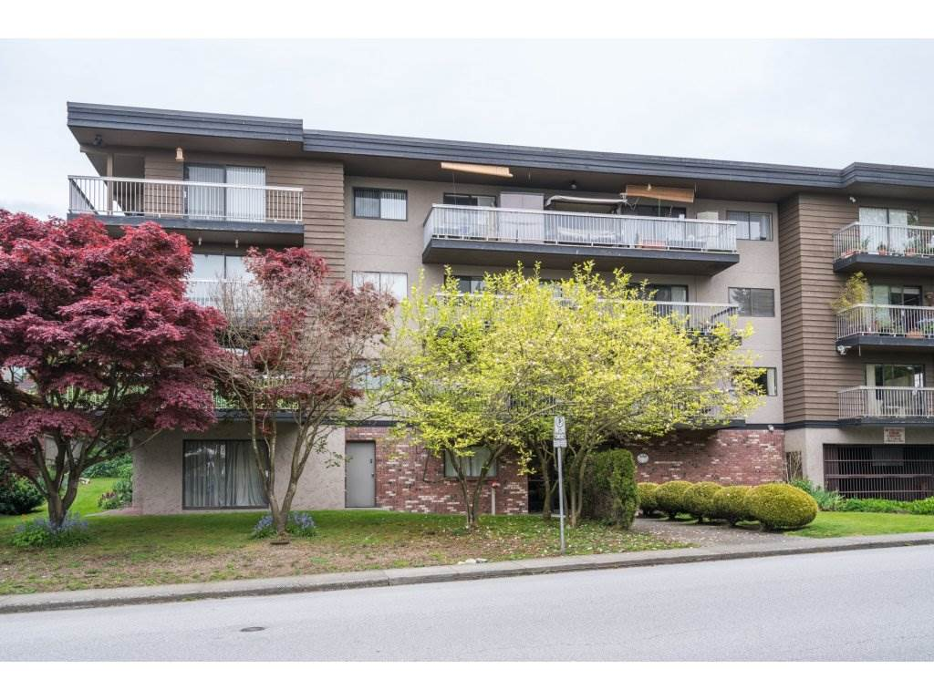"Main Photo: 204 330 W 2ND Street in North Vancouver: Lower Lonsdale Condo for sale in ""LORRAINE PLACE"" : MLS®# R2166686"