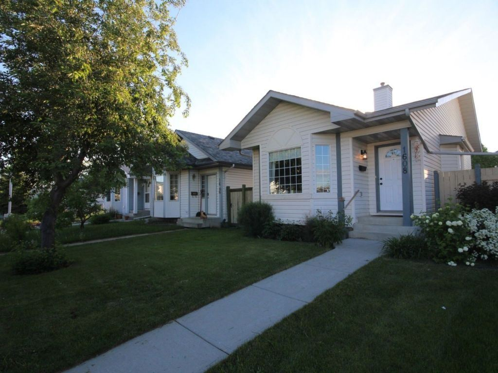 Main Photo: 1608 80A Street in Edmonton: Zone 29 House for sale : MLS(r) # E4069181