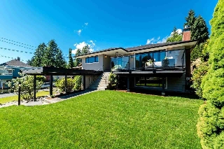 Main Photo: 112 W ST. JAMES Road in North Vancouver: Upper Lonsdale House for sale : MLS(r) # R2178597