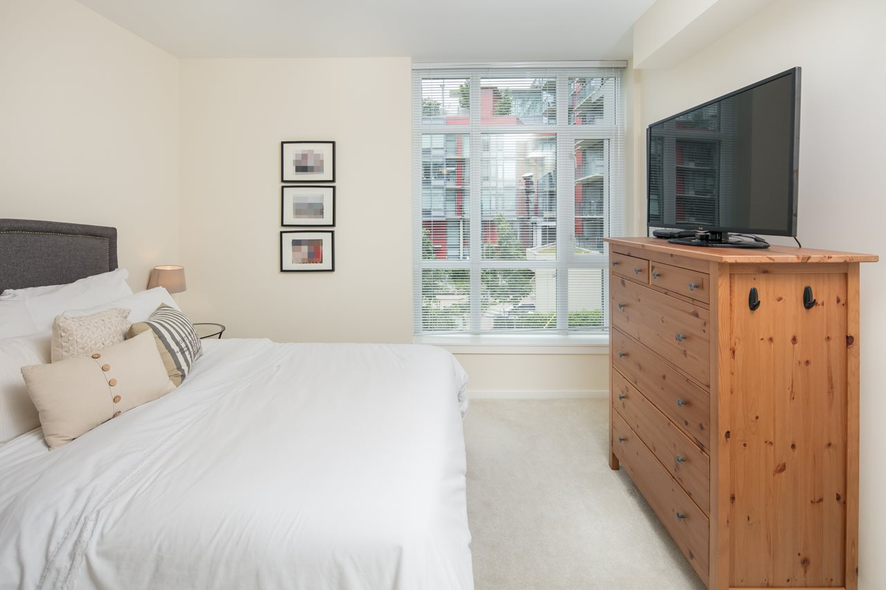 "Photo 10: 210 63 W 2ND Avenue in Vancouver: False Creek Condo for sale in ""Pinnacle Living False Creek"" (Vancouver West)  : MLS(r) # R2178633"