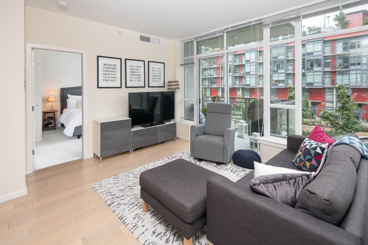 "Photo 2: 210 63 W 2ND Avenue in Vancouver: False Creek Condo for sale in ""Pinnacle Living False Creek"" (Vancouver West)  : MLS(r) # R2178633"