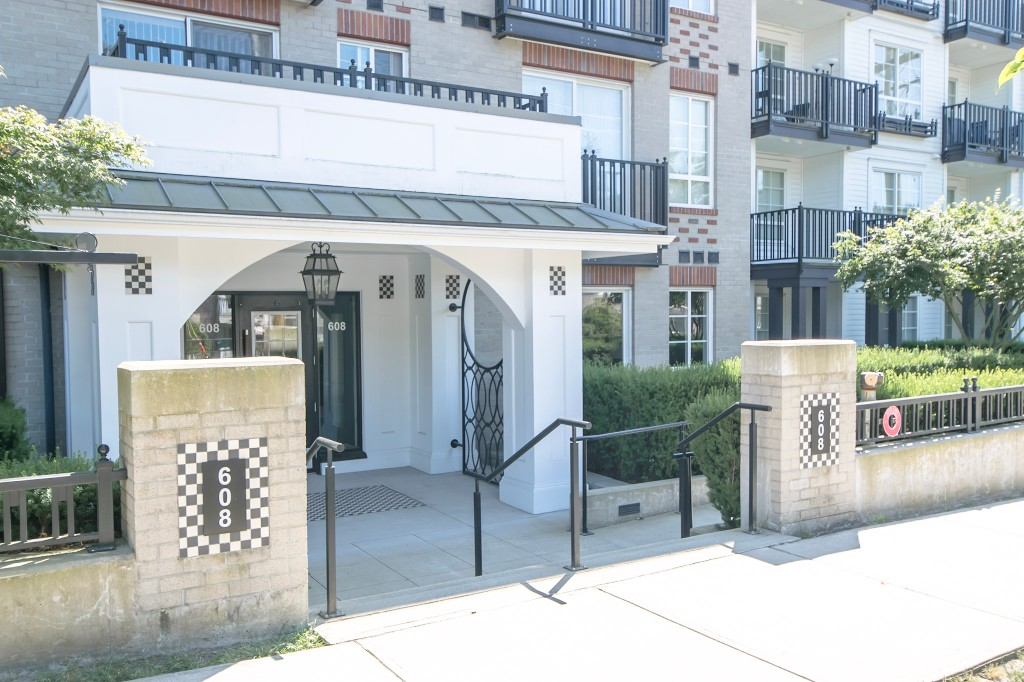 "Photo 32: 420 608 COMO LAKE Avenue in Coquitlam: Coquitlam West Condo for sale in ""GEORGIA"" : MLS® # R2184913"