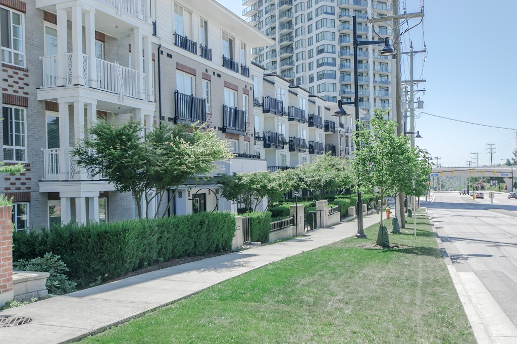 "Photo 33: 420 608 COMO LAKE Avenue in Coquitlam: Coquitlam West Condo for sale in ""GEORGIA"" : MLS® # R2184913"