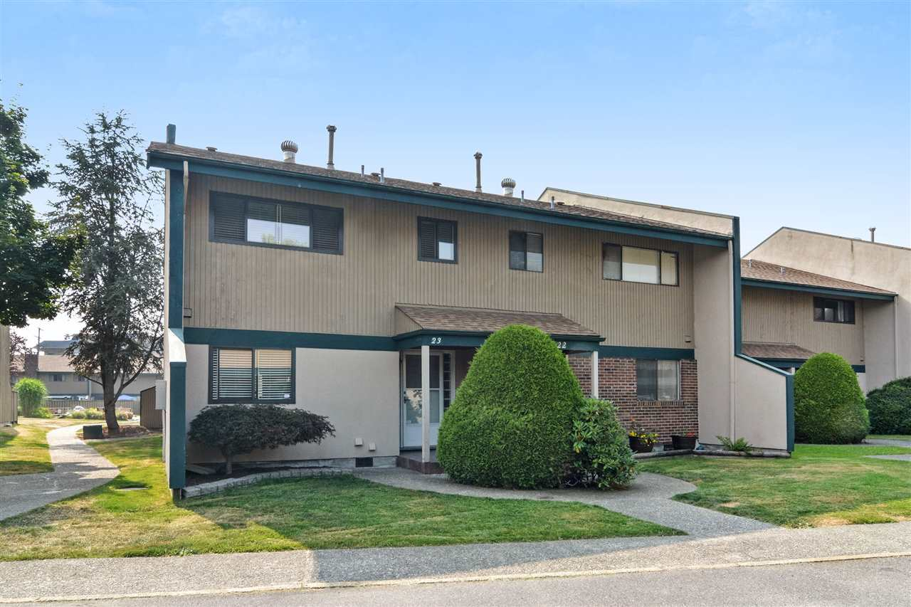 "Main Photo: 23 5850 177B Street in Surrey: Cloverdale BC Townhouse for sale in ""DOGWOOD GARDENS"" (Cloverdale)  : MLS® # R2196831"