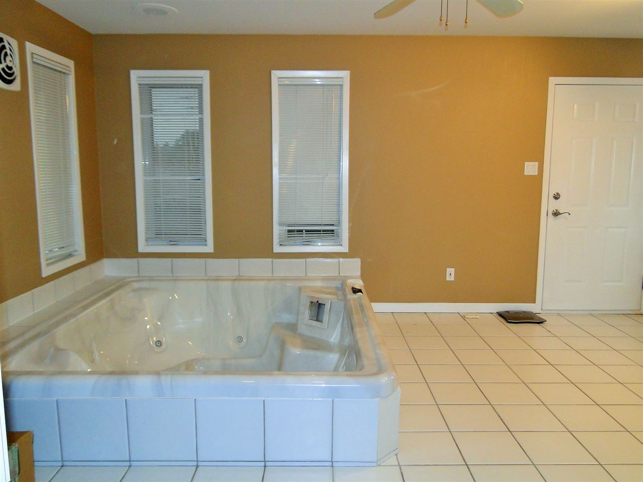 Large Hot Tub Room!