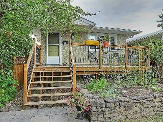 Main Photo: 1922 19 Avenue NW in Calgary: Banff Trail House for sale : MLS® # C4137899