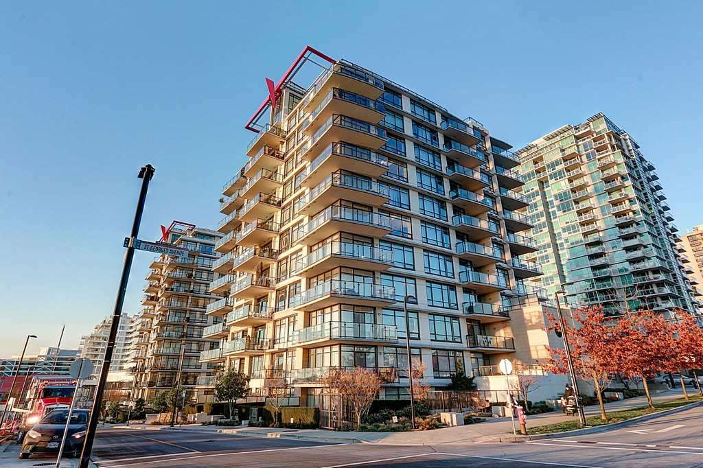 "Photo 1: Photos: 505 172 VICTORY SHIP Way in North Vancouver: Lower Lonsdale Condo for sale in ""Atrium at the Pier"" : MLS® # R2223021"