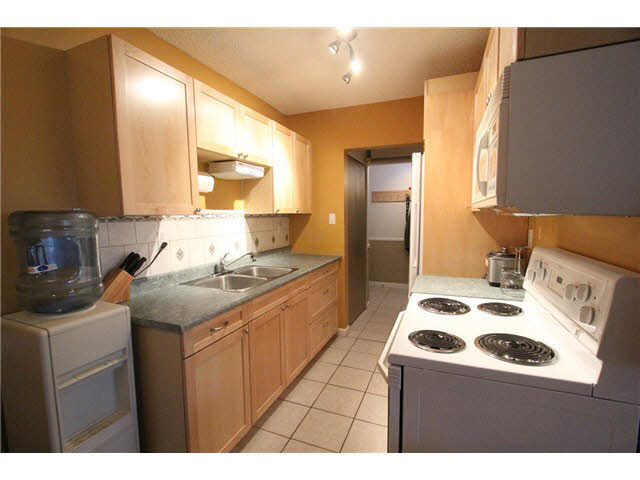 "Photo 5: 230 2600 E 49TH Avenue in Vancouver: Killarney VE Condo for sale in ""SOUTHWINDS"" (Vancouver East)  : MLS(r) # V1142303"