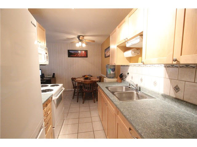 "Photo 4: 230 2600 E 49TH Avenue in Vancouver: Killarney VE Condo for sale in ""SOUTHWINDS"" (Vancouver East)  : MLS(r) # V1142303"