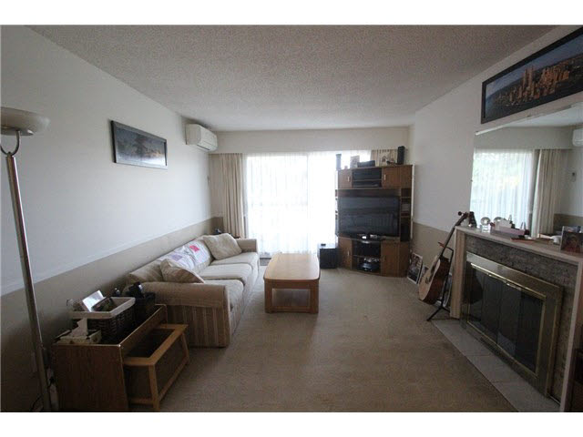 "Photo 2: 230 2600 E 49TH Avenue in Vancouver: Killarney VE Condo for sale in ""SOUTHWINDS"" (Vancouver East)  : MLS(r) # V1142303"