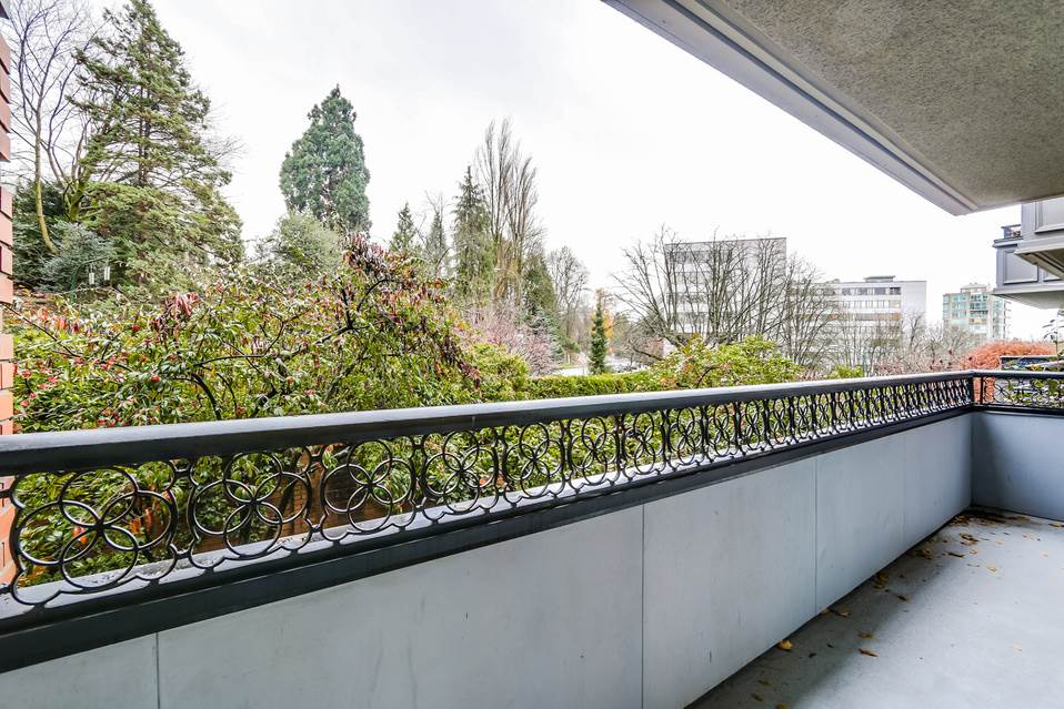 "Photo 14: 506 1405 W 15TH Avenue in Vancouver: Fairview VW Condo for sale in ""LANDMARK GRAND"" (Vancouver West)  : MLS(r) # R2020276"