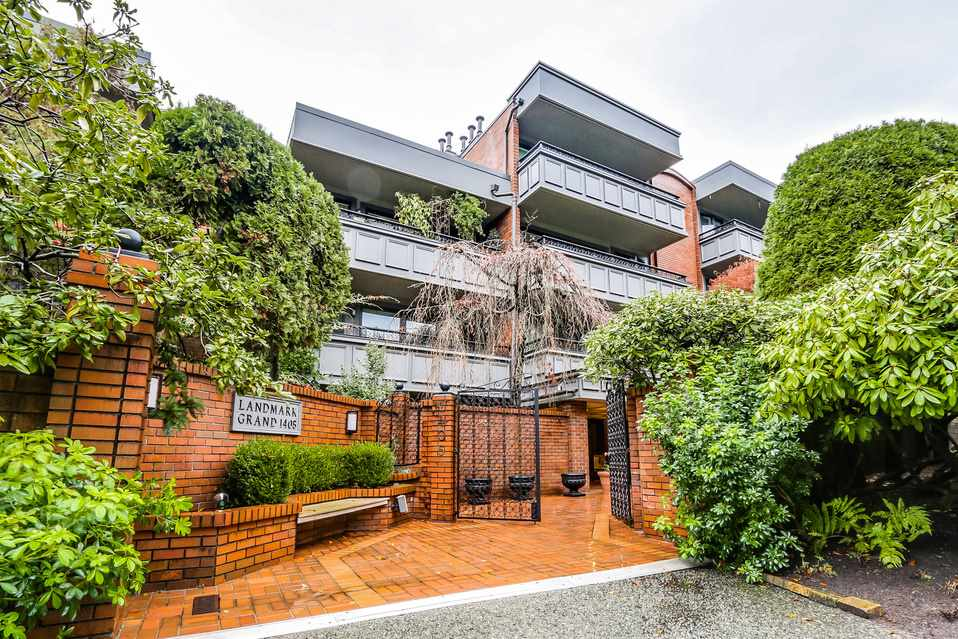 "Main Photo: 506 1405 W 15TH Avenue in Vancouver: Fairview VW Condo for sale in ""LANDMARK GRAND"" (Vancouver West)  : MLS® # R2020276"