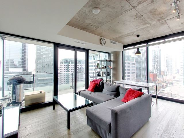 Main Photo: 1407 224 W King Street in Toronto: Waterfront Communities C1 Condo for sale (Toronto C01)  : MLS® # C3900913