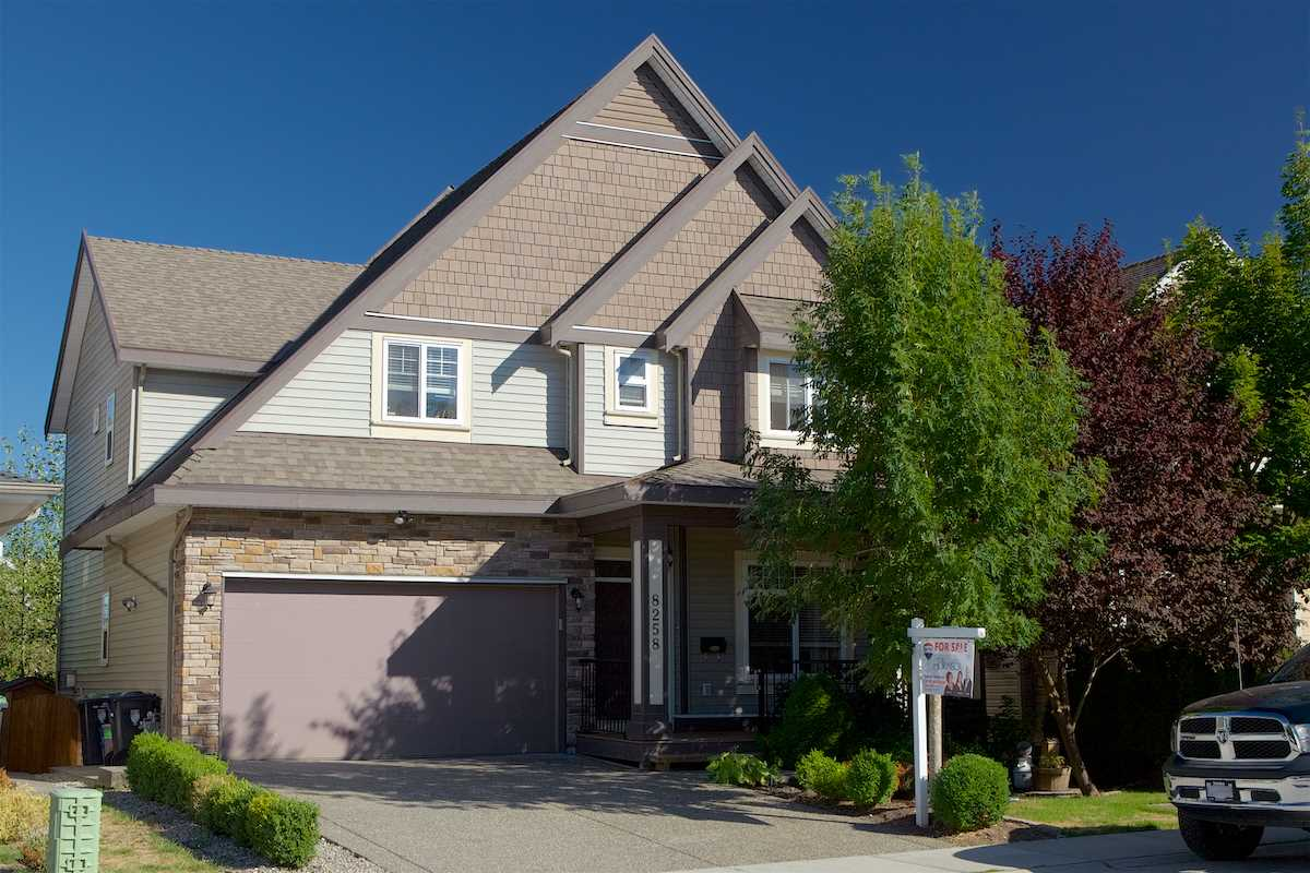 "Photo 1: Photos: 8258 211 Street in Langley: Willoughby Heights House for sale in ""Willoughby"" : MLS® # R2204265"