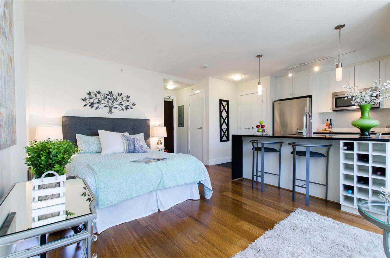 "Main Photo: 1704 888 HOMER Street in Vancouver: Downtown VW Condo for sale in ""THE BEASLEY"" (Vancouver West)  : MLS® # R2206745"
