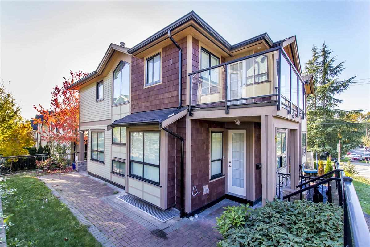 "Main Photo: 665 W 15TH Street in North Vancouver: Hamilton House 1/2 Duplex for sale in ""HAMILTON"" : MLS® # R2219477"